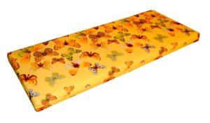 Poroloonmadrats ümbritsetud puuvillase kangaga